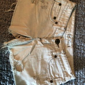 Free People white frayed jean shorts Size 26